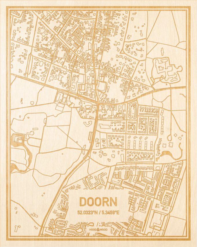 Het wegennet van de plattegrond Doorn gegraveerd in hout. Het resultaat is een prachtige houten kaart van een van de beste plekken uit Utrecht voor aan je muur als decoratie.