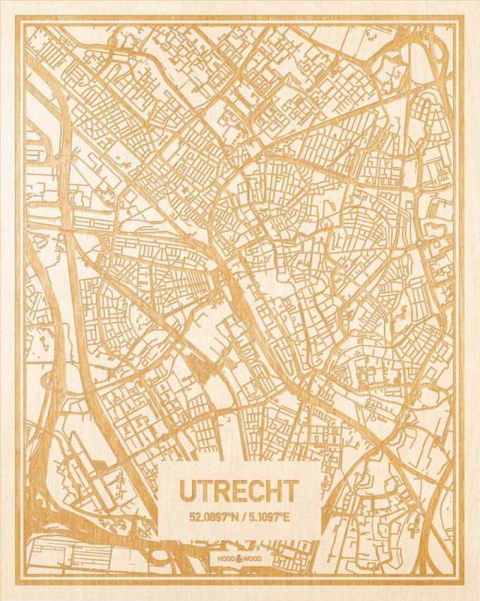 Het wegennet van de plattegrond Utrecht gegraveerd in hout. Het resultaat is een prachtige houten kaart van een van de beste plekken uit Utrecht voor aan je muur als decoratie.