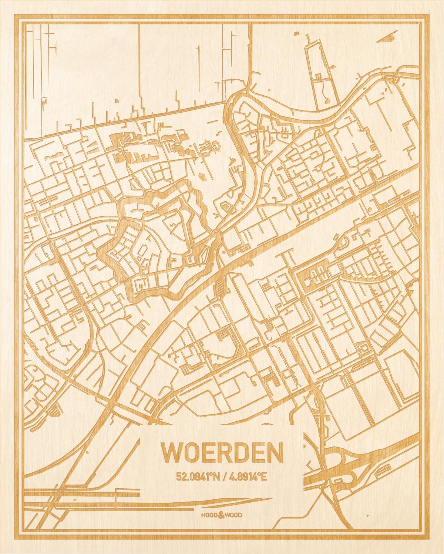 Het wegennet van de plattegrond Woerden gegraveerd in hout. Het resultaat is een prachtige houten kaart van een van de mooiste plekken uit Utrecht voor aan je muur als decoratie.