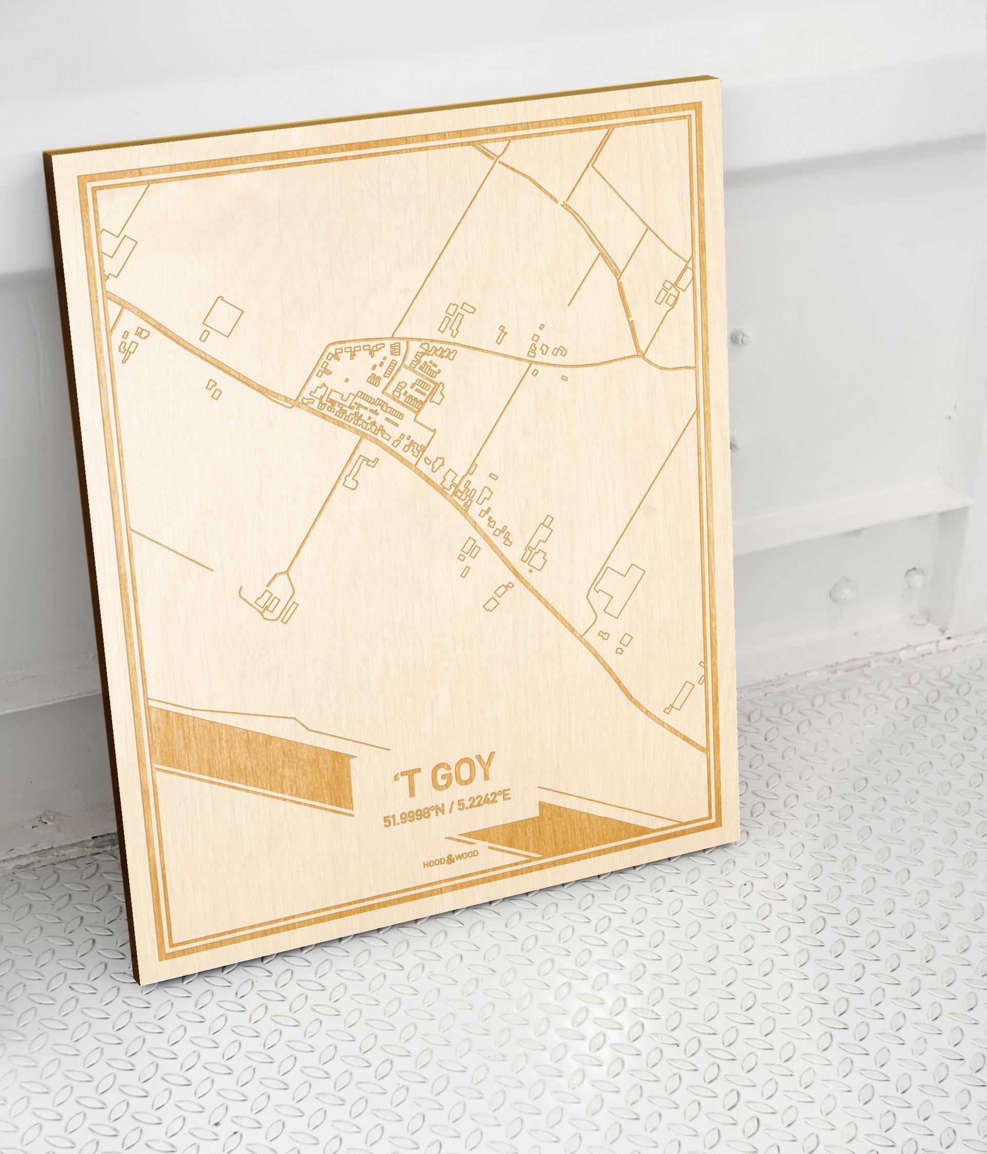 Plattegrond 't Goy als prachtige houten wanddecoratie. Het warme hout contrasteert mooi met de witte muur.