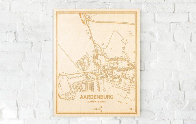 De kaart Aardenburg aan een witte bakstenen muur. Prachtige persoonlijke muurdecoratie. Lasers graveren Aardenburg haar straten, buurten en huizen waardoor een schitterende plaats in Zeeland mooi in kaart gebracht wordt.