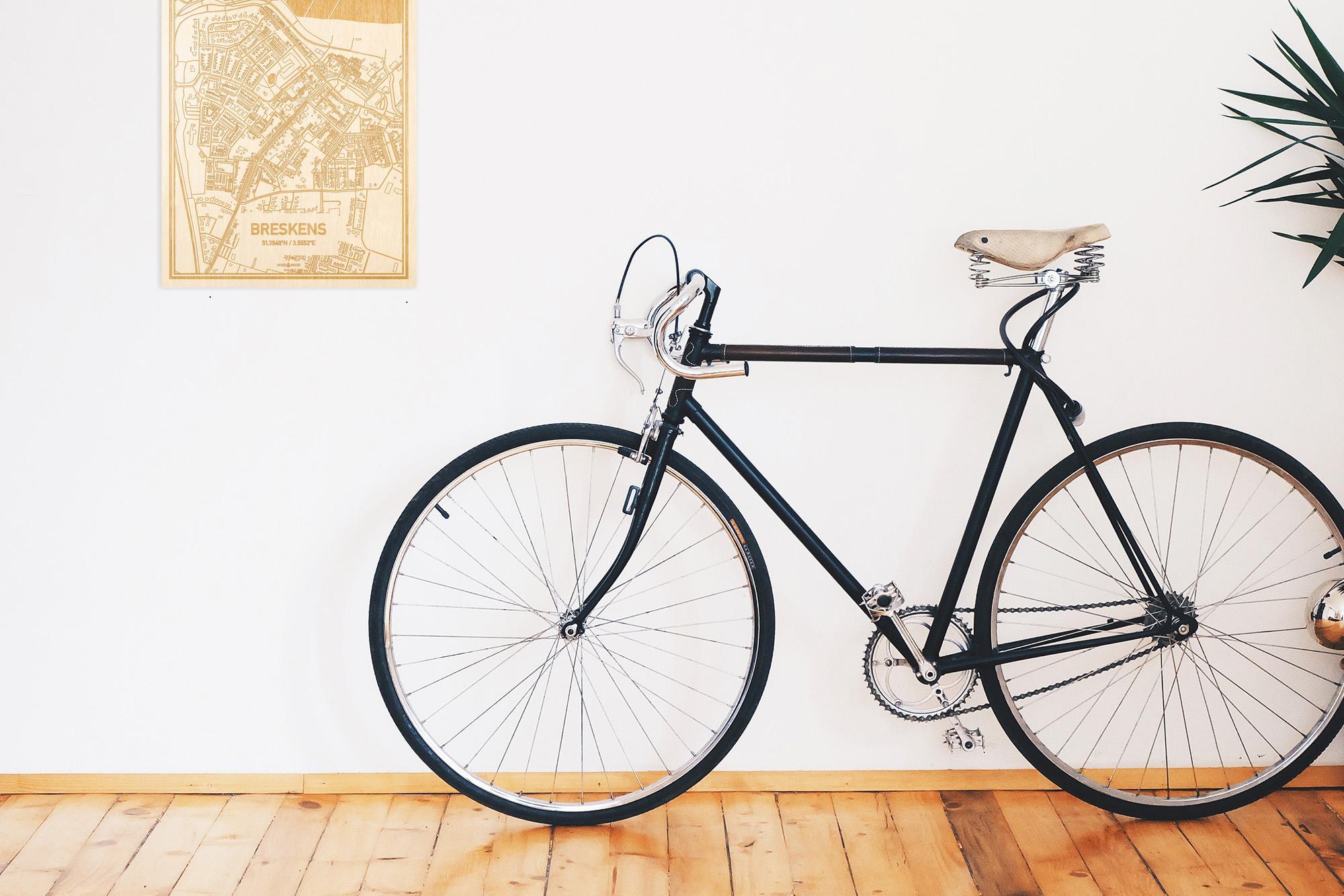 Een snelle fiets in een uniek interieur in Zeeland met mooie decoratie zoals de plattegrond Breskens.