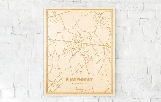 De kaart Buggenhout aan een witte bakstenen muur. Prachtige persoonlijke muurdecoratie. Lasers graveren Buggenhout haar straten, buurten en huizen waardoor een opvallende plaats in Oost-Vlaanderen  mooi in kaart gebracht wordt.