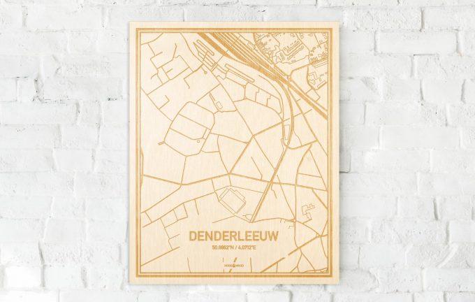 De kaart Denderleeuw aan een witte bakstenen muur. Prachtige persoonlijke muurdecoratie. Lasers graveren Denderleeuw haar straten, buurten en huizen waardoor een speciale plaats in Oost-Vlaanderen  mooi in kaart gebracht wordt.
