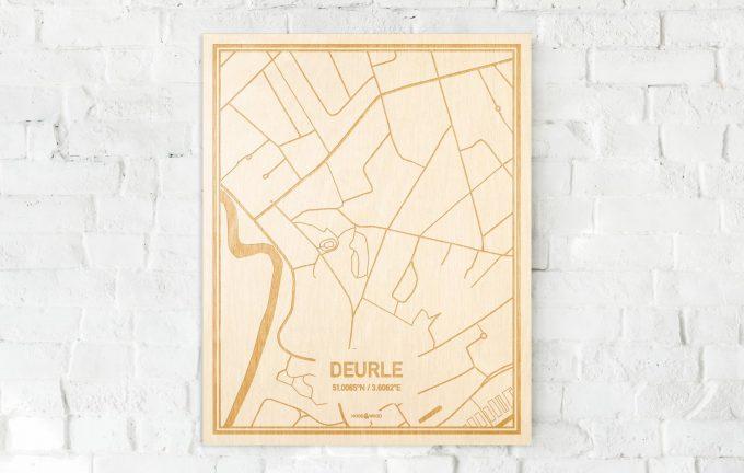 De kaart Deurle aan een witte bakstenen muur. Prachtige persoonlijke muurdecoratie. Lasers graveren Deurle haar straten, buurten en huizen waardoor een originele plaats in Oost-Vlaanderen  mooi in kaart gebracht wordt.