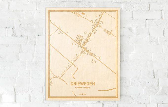 De kaart Driewegen aan een witte bakstenen muur. Prachtige persoonlijke muurdecoratie. Lasers graveren Driewegen haar straten, buurten en huizen waardoor een opvallende plaats in Zeeland mooi in kaart gebracht wordt.