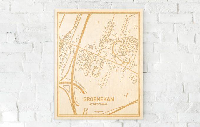 De kaart Groenekan aan een witte bakstenen muur. Prachtige persoonlijke muurdecoratie. Lasers graveren Groenekan haar straten, buurten en huizen waardoor een prachtige plaats in Utrecht mooi in kaart gebracht wordt.