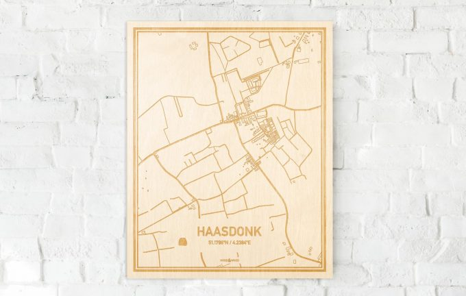 De kaart Haasdonk aan een witte bakstenen muur. Prachtige persoonlijke muurdecoratie. Lasers graveren Haasdonk haar straten, buurten en huizen waardoor een moderne plaats in Oost-Vlaanderen  mooi in kaart gebracht wordt.