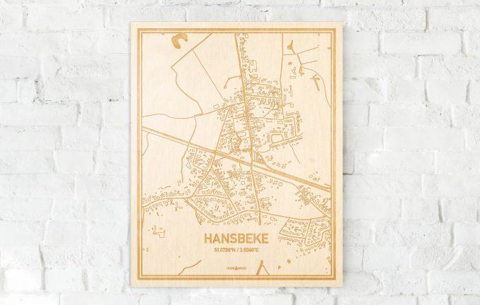 De kaart Hansbeke aan een witte bakstenen muur. Prachtige persoonlijke muurdecoratie. Lasers graveren Hansbeke haar straten, buurten en huizen waardoor een stijlvolle plaats in Oost-Vlaanderen  mooi in kaart gebracht wordt.