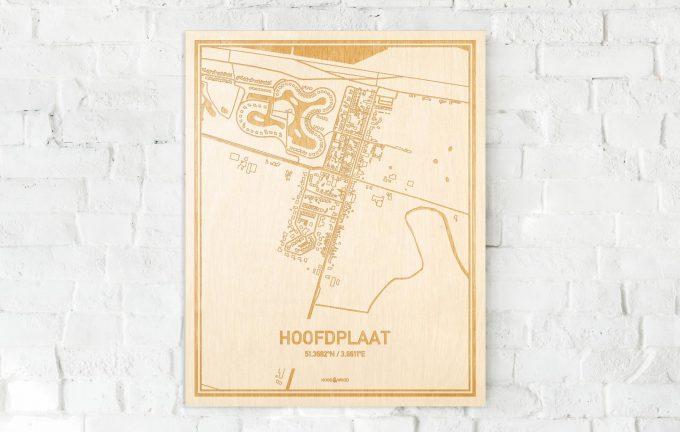 De kaart Hoofdplaat aan een witte bakstenen muur. Prachtige persoonlijke muurdecoratie. Lasers graveren Hoofdplaat haar straten, buurten en huizen waardoor een stijlvolle plaats in Zeeland mooi in kaart gebracht wordt.