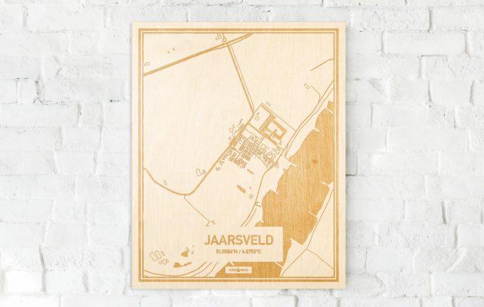 De kaart Jaarsveld aan een witte bakstenen muur. Prachtige persoonlijke muurdecoratie. Lasers graveren Jaarsveld haar straten, buurten en huizen waardoor een bijzondere plaats in Utrecht mooi in kaart gebracht wordt.