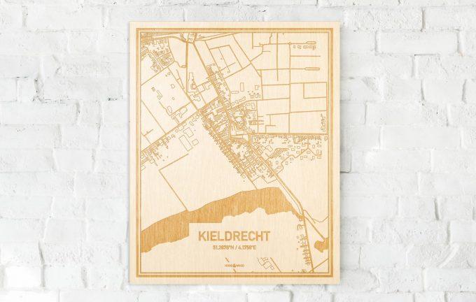 De kaart Kieldrecht aan een witte bakstenen muur. Prachtige persoonlijke muurdecoratie. Lasers graveren Kieldrecht haar straten, buurten en huizen waardoor een originele plaats in Oost-Vlaanderen  mooi in kaart gebracht wordt.