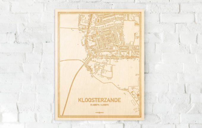 De kaart Kloosterzande aan een witte bakstenen muur. Prachtige persoonlijke muurdecoratie. Lasers graveren Kloosterzande haar straten, buurten en huizen waardoor een verrassende plaats in Zeeland mooi in kaart gebracht wordt.
