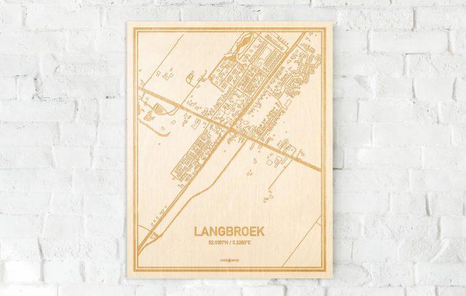 De kaart Langbroek aan een witte bakstenen muur. Prachtige persoonlijke muurdecoratie. Lasers graveren Langbroek haar straten, buurten en huizen waardoor een opvallende plaats in Utrecht mooi in kaart gebracht wordt.