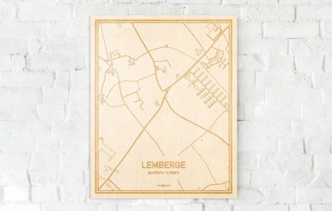 De kaart Lemberge aan een witte bakstenen muur. Prachtige persoonlijke muurdecoratie. Lasers graveren Lemberge haar straten, buurten en huizen waardoor een schitterende plaats in Oost-Vlaanderen  mooi in kaart gebracht wordt.