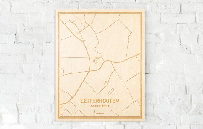 De kaart Letterhoutem aan een witte bakstenen muur. Prachtige persoonlijke muurdecoratie. Lasers graveren Letterhoutem haar straten, buurten en huizen waardoor een schitterende plaats in Oost-Vlaanderen  mooi in kaart gebracht wordt.