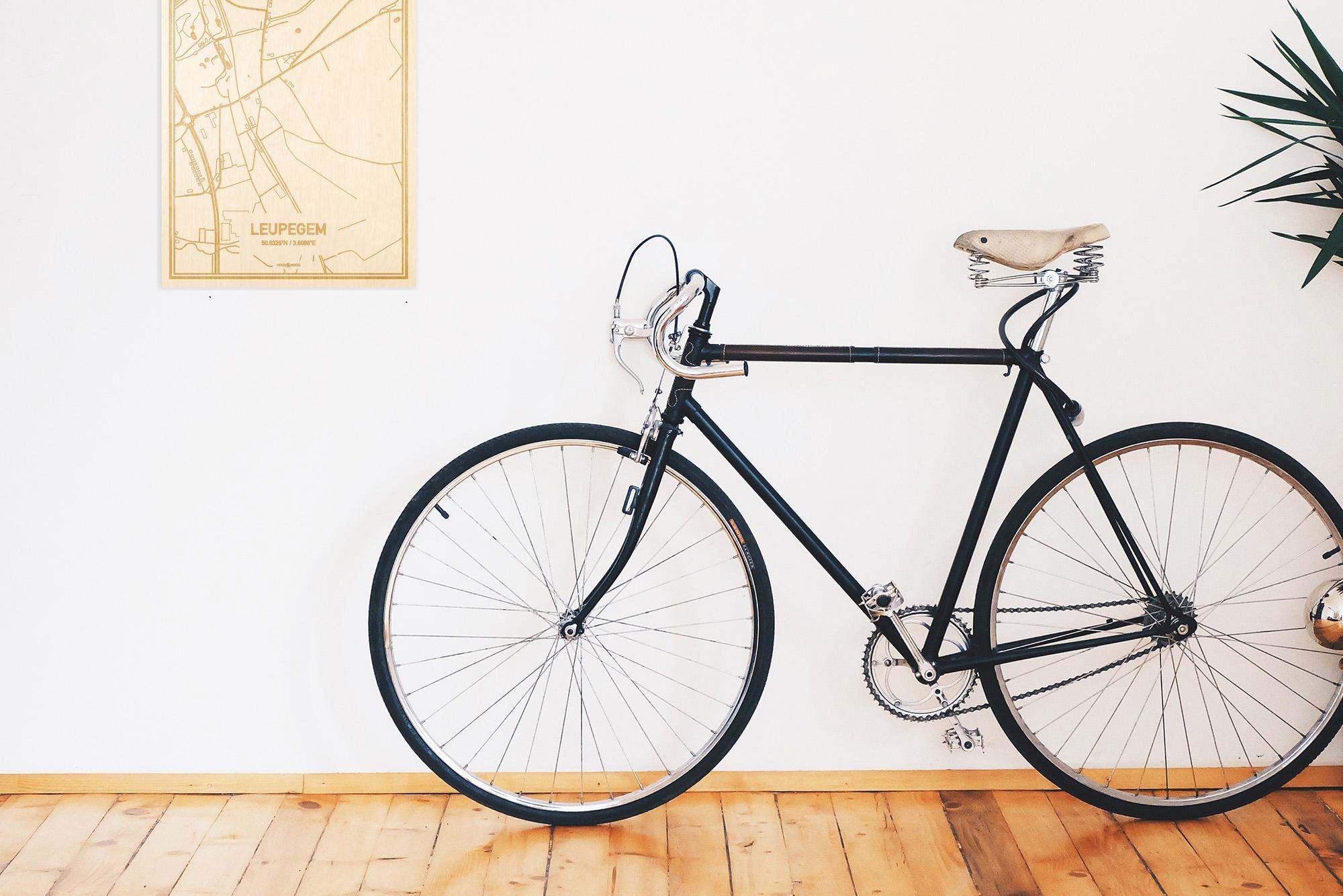 Een snelle fiets in een uniek interieur in Oost-Vlaanderen  met mooie decoratie zoals de plattegrond Leupegem.