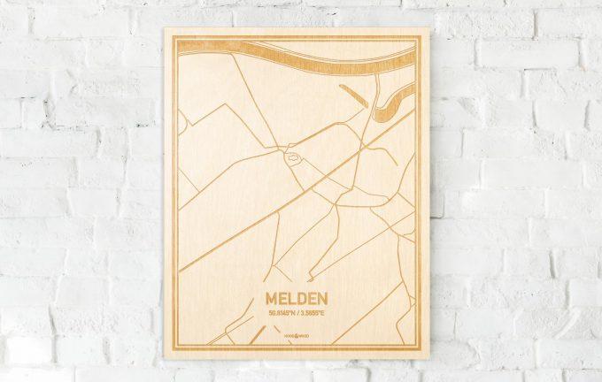 De kaart Melden aan een witte bakstenen muur. Prachtige persoonlijke muurdecoratie. Lasers graveren Melden haar straten, buurten en huizen waardoor een schitterende plaats in Oost-Vlaanderen  mooi in kaart gebracht wordt.