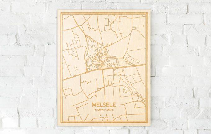 De kaart Melsele aan een witte bakstenen muur. Prachtige persoonlijke muurdecoratie. Lasers graveren Melsele haar straten, buurten en huizen waardoor een bijzondere plaats in Oost-Vlaanderen  mooi in kaart gebracht wordt.
