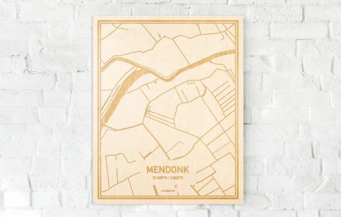 De kaart Mendonk aan een witte bakstenen muur. Prachtige persoonlijke muurdecoratie. Lasers graveren Mendonk haar straten, buurten en huizen waardoor een moderne plaats in Oost-Vlaanderen  mooi in kaart gebracht wordt.