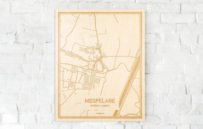 De kaart Mespelare aan een witte bakstenen muur. Prachtige persoonlijke muurdecoratie. Lasers graveren Mespelare haar straten, buurten en huizen waardoor een originele plaats in Oost-Vlaanderen  mooi in kaart gebracht wordt.