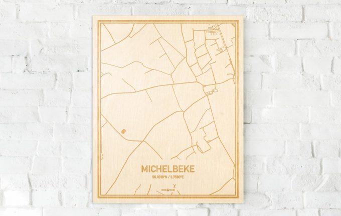 De kaart Michelbeke aan een witte bakstenen muur. Prachtige persoonlijke muurdecoratie. Lasers graveren Michelbeke haar straten, buurten en huizen waardoor een prachtige plaats in Oost-Vlaanderen  mooi in kaart gebracht wordt.