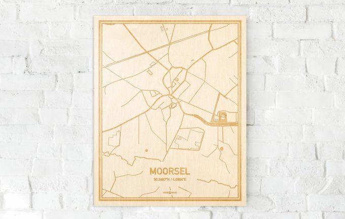 De kaart Moorsel aan een witte bakstenen muur. Prachtige persoonlijke muurdecoratie. Lasers graveren Moorsel haar straten, buurten en huizen waardoor een verrassende plaats in Oost-Vlaanderen  mooi in kaart gebracht wordt.