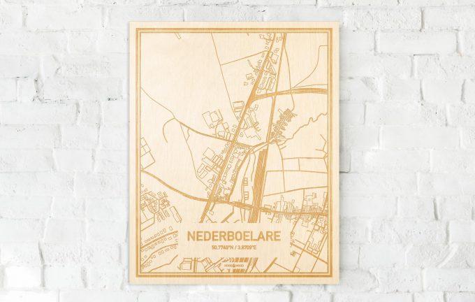 De kaart Nederboelare aan een witte bakstenen muur. Prachtige persoonlijke muurdecoratie. Lasers graveren Nederboelare haar straten, buurten en huizen waardoor een verrassende plaats in Oost-Vlaanderen  mooi in kaart gebracht wordt.