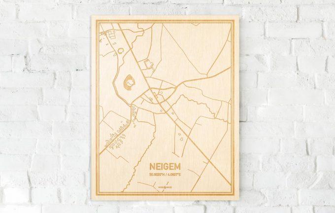 De kaart Neigem aan een witte bakstenen muur. Prachtige persoonlijke muurdecoratie. Lasers graveren Neigem haar straten, buurten en huizen waardoor een originele plaats in Oost-Vlaanderen  mooi in kaart gebracht wordt.
