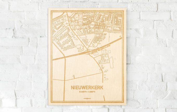 De kaart Nieuwerkerk aan een witte bakstenen muur. Prachtige persoonlijke muurdecoratie. Lasers graveren Nieuwerkerk haar straten, buurten en huizen waardoor een stijlvolle plaats in Zeeland mooi in kaart gebracht wordt.