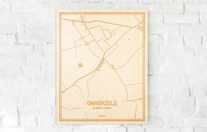 De kaart Onkerzele aan een witte bakstenen muur. Prachtige persoonlijke muurdecoratie. Lasers graveren Onkerzele haar straten, buurten en huizen waardoor een bijzondere plaats in Oost-Vlaanderen  mooi in kaart gebracht wordt.