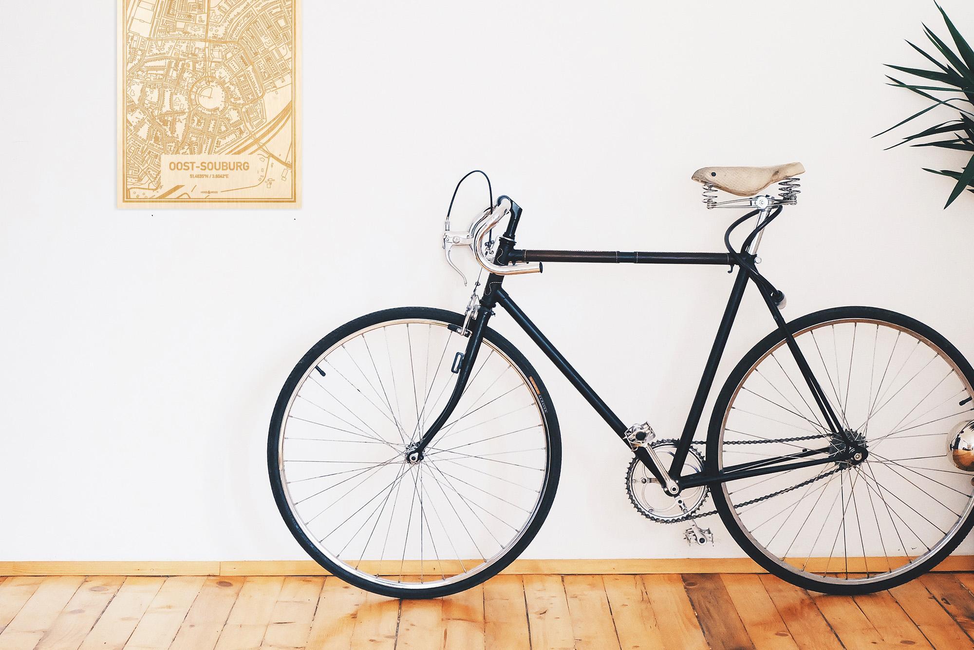 Een snelle fiets in een uniek interieur in Zeeland met mooie decoratie zoals de plattegrond Oost-Souburg.