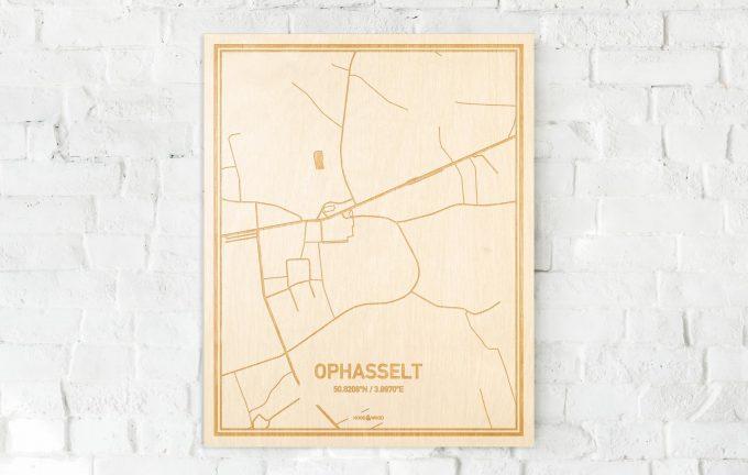 De kaart Ophasselt aan een witte bakstenen muur. Prachtige persoonlijke muurdecoratie. Lasers graveren Ophasselt haar straten, buurten en huizen waardoor een prachtige plaats in Oost-Vlaanderen  mooi in kaart gebracht wordt.