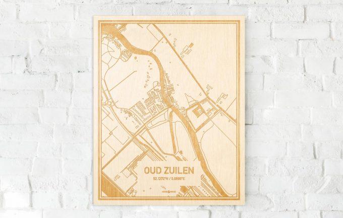 De kaart Oud Zuilen aan een witte bakstenen muur. Prachtige persoonlijke muurdecoratie. Lasers graveren Oud Zuilen haar straten, buurten en huizen waardoor een schitterende plaats in Utrecht mooi in kaart gebracht wordt.