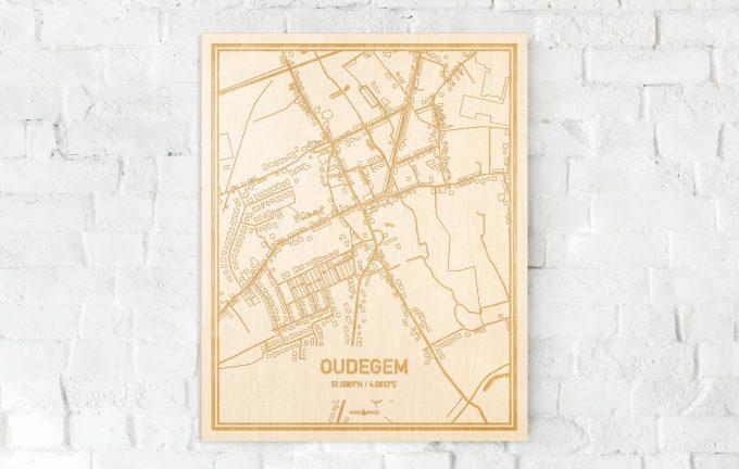 De kaart Oudegem aan een witte bakstenen muur. Prachtige persoonlijke muurdecoratie. Lasers graveren Oudegem haar straten, buurten en huizen waardoor een speciale plaats in Oost-Vlaanderen  mooi in kaart gebracht wordt.