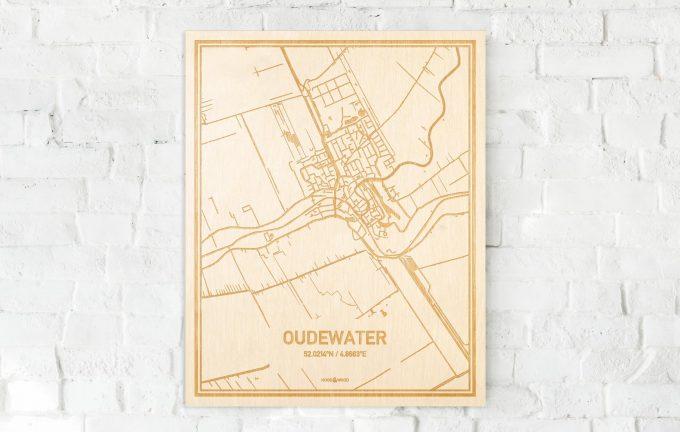 De kaart Oudewater aan een witte bakstenen muur. Prachtige persoonlijke muurdecoratie. Lasers graveren Oudewater haar straten, buurten en huizen waardoor een bijzondere plaats in Utrecht mooi in kaart gebracht wordt.