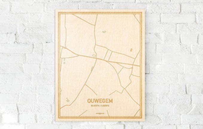 De kaart Ouwegem aan een witte bakstenen muur. Prachtige persoonlijke muurdecoratie. Lasers graveren Ouwegem haar straten, buurten en huizen waardoor een opvallende plaats in Oost-Vlaanderen  mooi in kaart gebracht wordt.