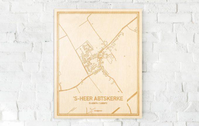 De kaart 's-Heer Abtskerke aan een witte bakstenen muur. Prachtige persoonlijke muurdecoratie. Lasers graveren 's-Heer Abtskerke haar straten, buurten en huizen waardoor een bijzondere plaats in Zeeland mooi in kaart gebracht wordt.