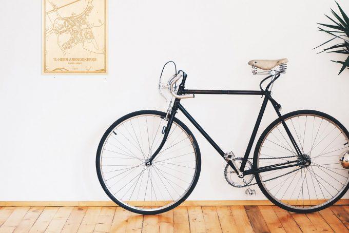 Een snelle fiets in een uniek interieur in Zeeland met mooie decoratie zoals de plattegrond 's-Heer Arendskerke.