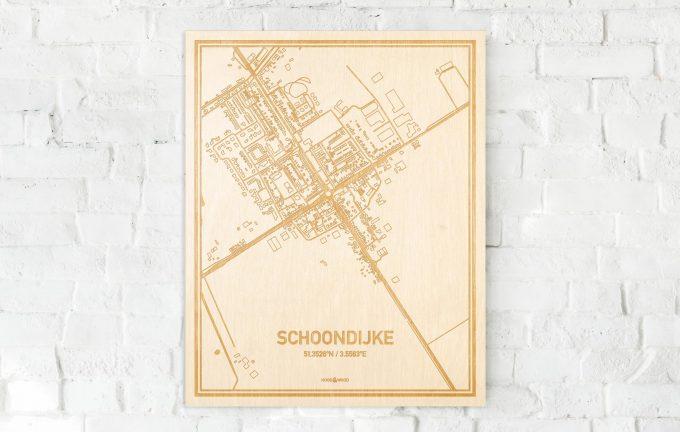 De kaart Schoondijke aan een witte bakstenen muur. Prachtige persoonlijke muurdecoratie. Lasers graveren Schoondijke haar straten, buurten en huizen waardoor een opvallende plaats in Zeeland mooi in kaart gebracht wordt.