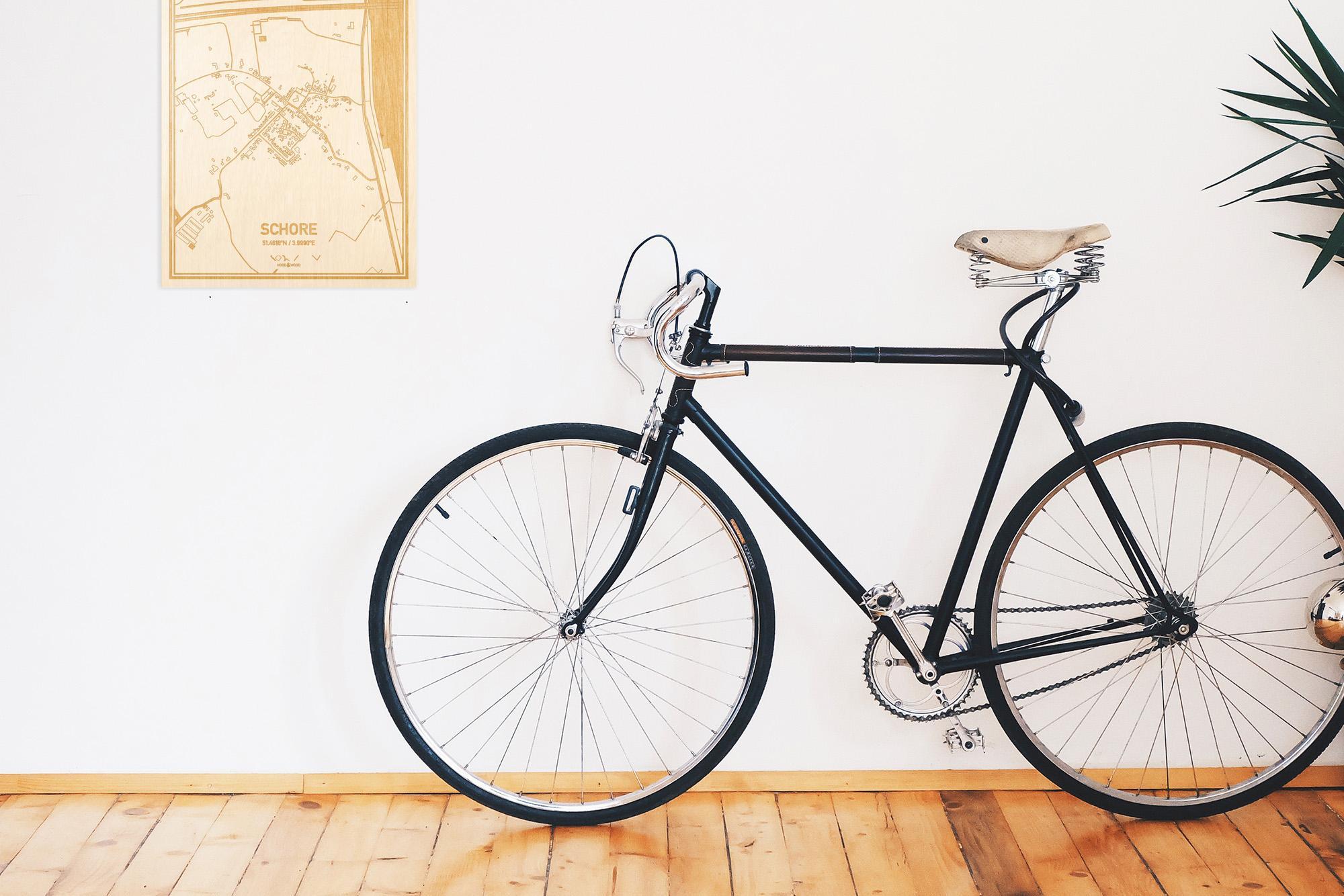 Een snelle fiets in een uniek interieur in Zeeland met mooie decoratie zoals de plattegrond Schore.