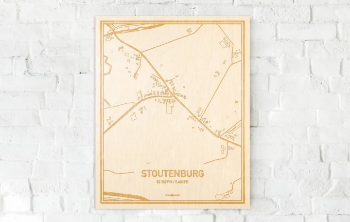 De kaart Stoutenburg aan een witte bakstenen muur. Prachtige persoonlijke muurdecoratie. Lasers graveren Stoutenburg haar straten, buurten en huizen waardoor een schitterende plaats in Utrecht mooi in kaart gebracht wordt.