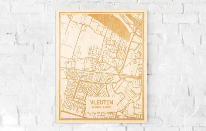 De kaart Vleuten aan een witte bakstenen muur. Prachtige persoonlijke muurdecoratie. Lasers graveren Vleuten haar straten, buurten en huizen waardoor een prachtige plaats in Utrecht mooi in kaart gebracht wordt.
