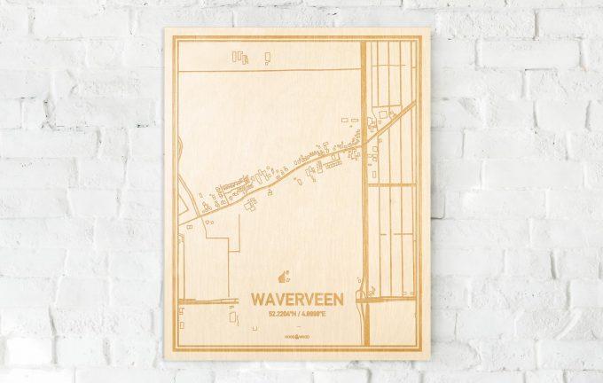 De kaart Waverveen aan een witte bakstenen muur. Prachtige persoonlijke muurdecoratie. Lasers graveren Waverveen haar straten, buurten en huizen waardoor een bijzondere plaats in Utrecht mooi in kaart gebracht wordt.