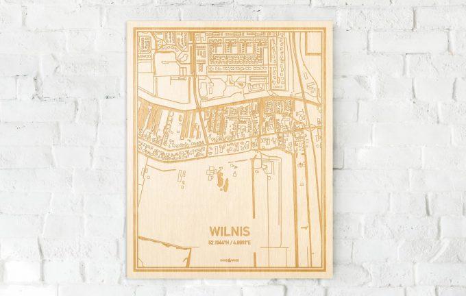 De kaart Wilnis aan een witte bakstenen muur. Prachtige persoonlijke muurdecoratie. Lasers graveren Wilnis haar straten, buurten en huizen waardoor een unieke plaats in Utrecht mooi in kaart gebracht wordt.