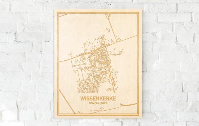 De kaart Wissenkerke aan een witte bakstenen muur. Prachtige persoonlijke muurdecoratie. Lasers graveren Wissenkerke haar straten, buurten en huizen waardoor een bijzondere plaats in Zeeland mooi in kaart gebracht wordt.