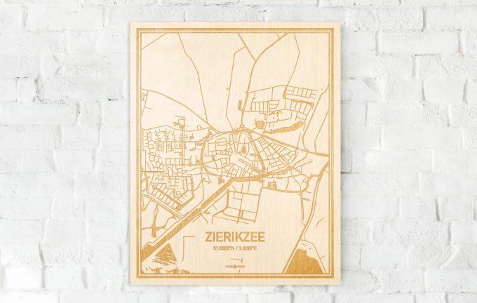 De kaart Zierikzee aan een witte bakstenen muur. Prachtige persoonlijke muurdecoratie. Lasers graveren Zierikzee haar straten, buurten en huizen waardoor een schitterende plaats in Zeeland mooi in kaart gebracht wordt.