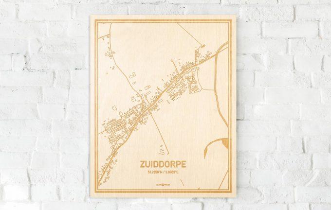 De kaart Zuiddorpe aan een witte bakstenen muur. Prachtige persoonlijke muurdecoratie. Lasers graveren Zuiddorpe haar straten, buurten en huizen waardoor een verrassende plaats in Zeeland mooi in kaart gebracht wordt.